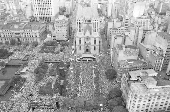 An aerial image of the million who gathered to demand direct elections in the Diretas Já rally in São Paulo in April 1984.
