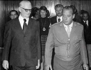 Ernesto Geisel (left) with Figueiredo (right).