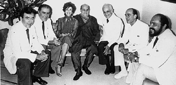 Neves with his wife and doctors during his illness, from which he never recovered (and for which some Brazilians blamed the doctors themselves).